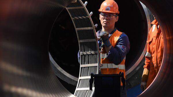 Zaměstnanci pracují na staveništi plynovodu Nord Stream 2 - Sputnik Česká republika