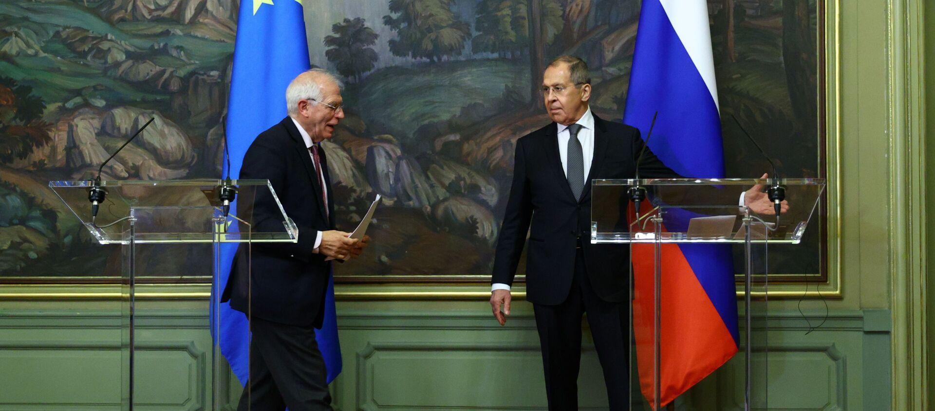 Ruský ministr zahraničí Sergej Lavrov a šéf zahraniční politiky Evropské unie Josep Borrell se účastní tiskové konference po jejich jednáních v Moskvě 5. února 2021 - Sputnik Česká republika, 1920, 08.02.2021