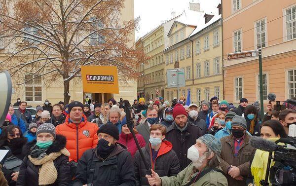 Dav před Ministerstvem školství skandoval: Vraťte děti do škol. - Sputnik Česká republika
