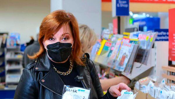 Ministryně financí Alena Schillerová při návštěvě velké sítě prodejen Tesco - Sputnik Česká republika