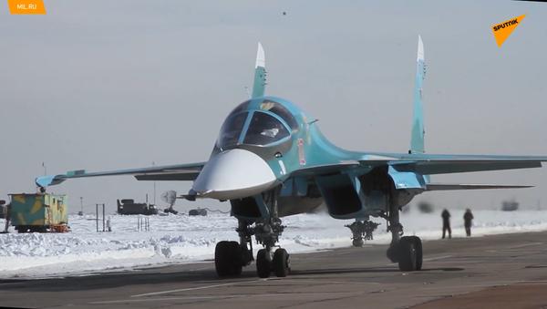 """Ruské stíhací bombardéry Su-34 zničily štáb """"protivníka"""" při cvičení v Kurganské oblasti - Sputnik Česká republika"""