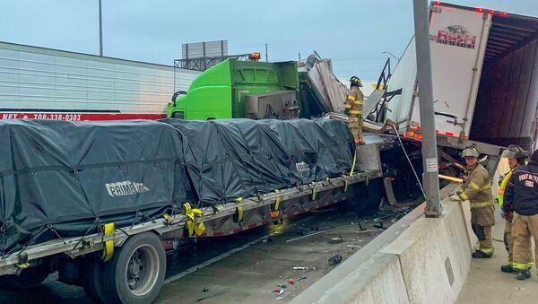 Velká havárie na dálnici v Texasu - Sputnik Česká republika