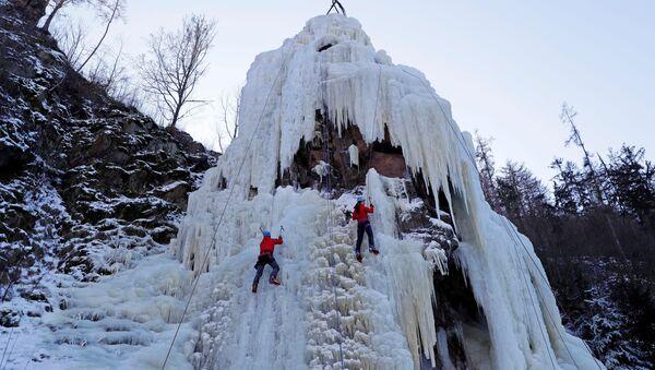 Čeští horolezci při nácviku ledového lezení. - Sputnik Česká republika