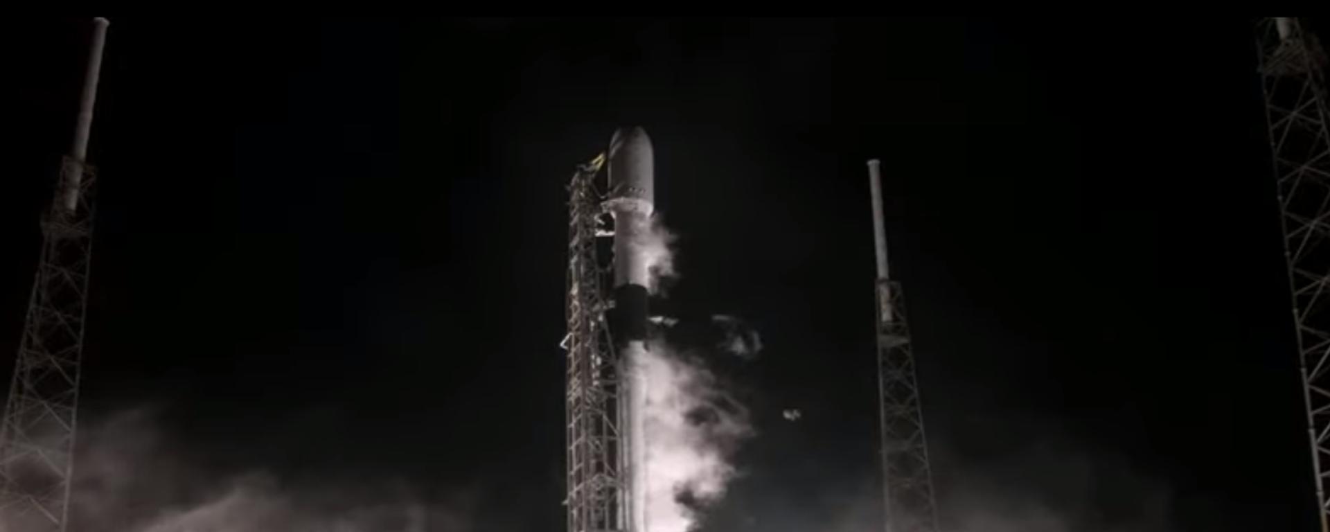 Nosná raketa Falcon 9 chvíli před startem s mysu Canaveral na Floridě - Sputnik Česká republika, 1920, 16.02.2021