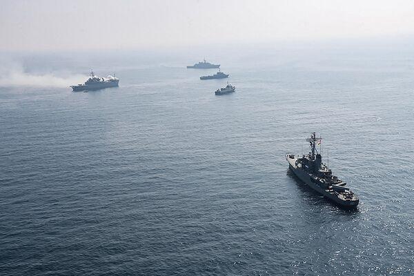 Íránské a ruské válečné lodě během společného námořního cvičení v Indickém oceánu. - Sputnik Česká republika