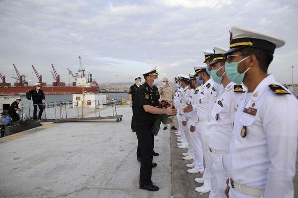 Ruský velitel vítá vojáky íránských námořních sil. - Sputnik Česká republika