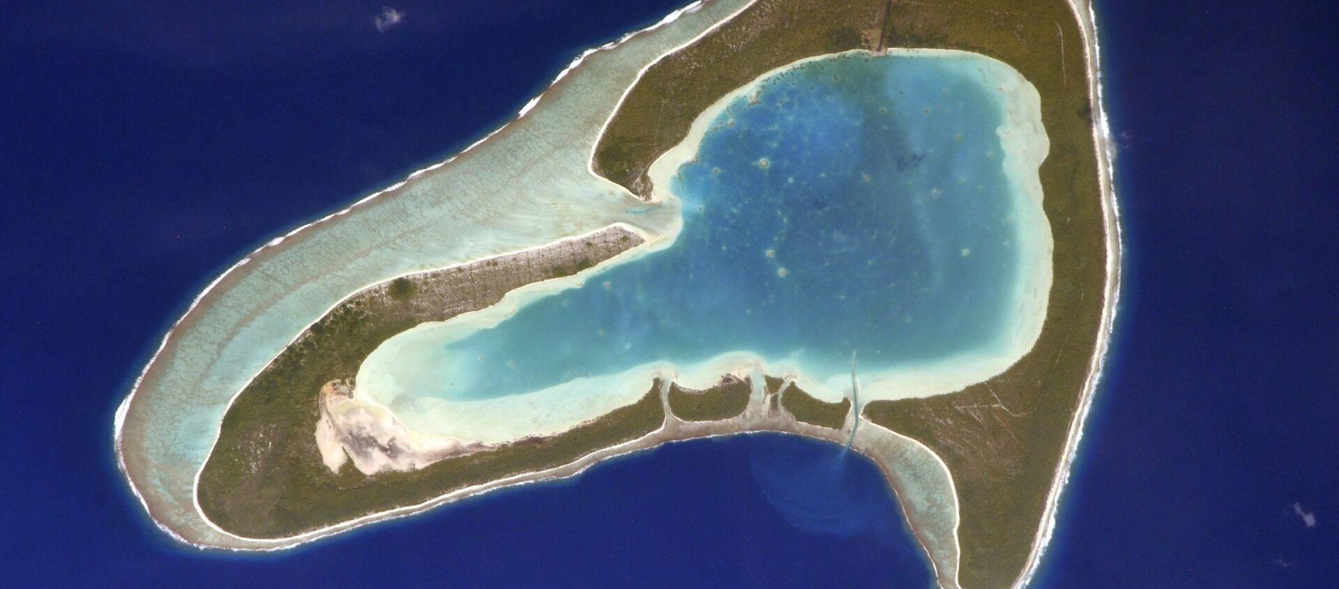 Ostrov Tūpai ve Francouzské Polynésii připomínájící svým tvarem srdce. Autorem fotografie je ruský kosmonaut Sergej Kuď-Sverčkov z paluby ISS. - Sputnik Česká republika, 1920, 18.02.2021