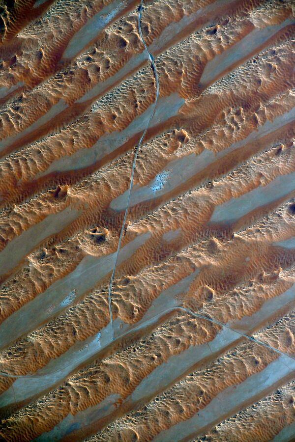 Pohybující se písečné duny v Arabské poušti. - Sputnik Česká republika
