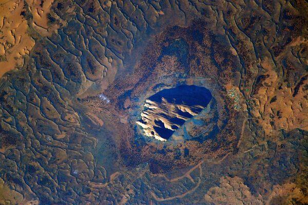 Jedna z hlavních přírodních památek Austrálie, skála Uluru. - Sputnik Česká republika