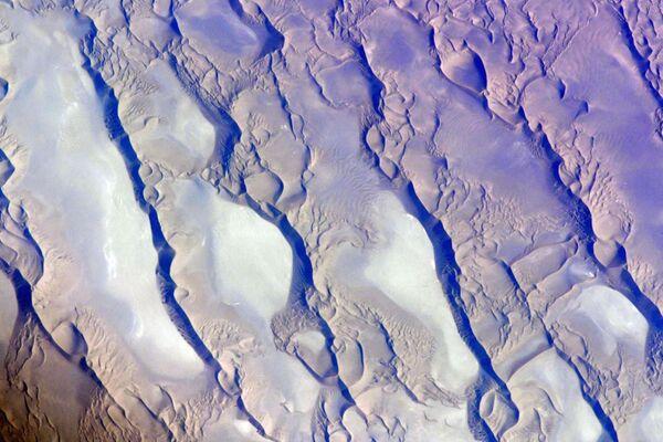 Solná poušť ležící na území východního Íránu Dašt-e Lút. - Sputnik Česká republika