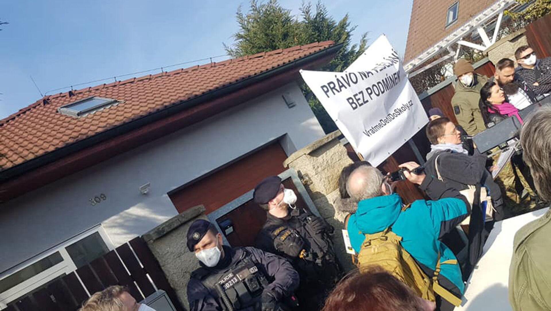 Protestní akce před domem ministra Hamáčka - Sputnik Česká republika, 1920, 20.02.2021
