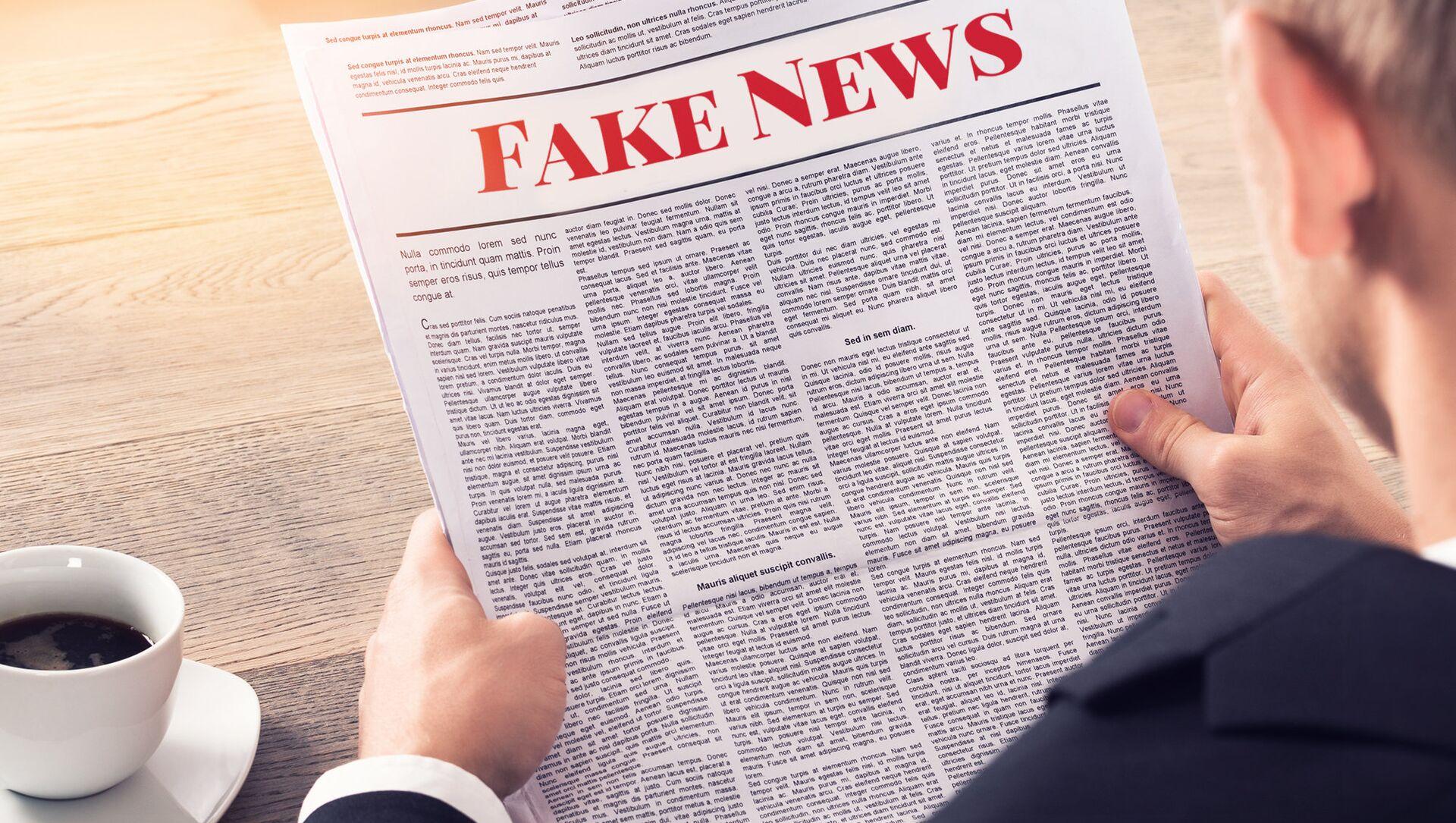 Osoba, která čte falešné zprávy - Sputnik Česká republika, 1920, 24.02.2021