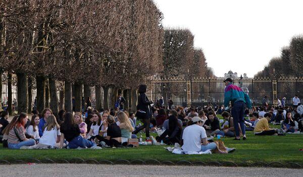 V pařížském parku Jardin du Luxembourg je tento týden hezky. - Sputnik Česká republika