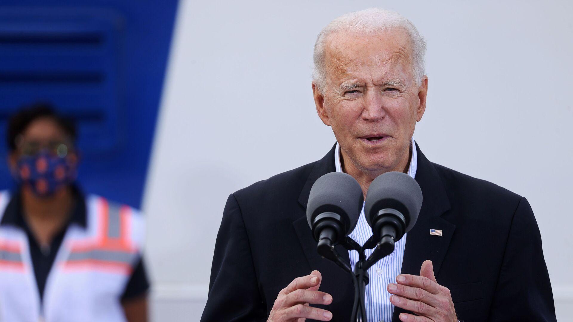 U.S. President Joe Biden speaks after touring a Federal Emergency Management Agency (FEMA) vaccination facility for the coronavirus disease (COVID-19) at NRG Stadium in Houston, Texas, U.S., February 26, 2021 - Sputnik Česká republika, 1920, 10.08.2021