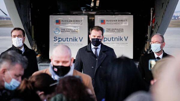 Premiér Matovič během tiskové konference na letišti v Košicích - Sputnik Česká republika