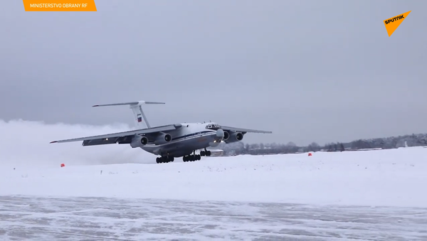 V ruském Ivanovu piloti cvičí přistání na zasněžené půdě - Sputnik Česká republika
