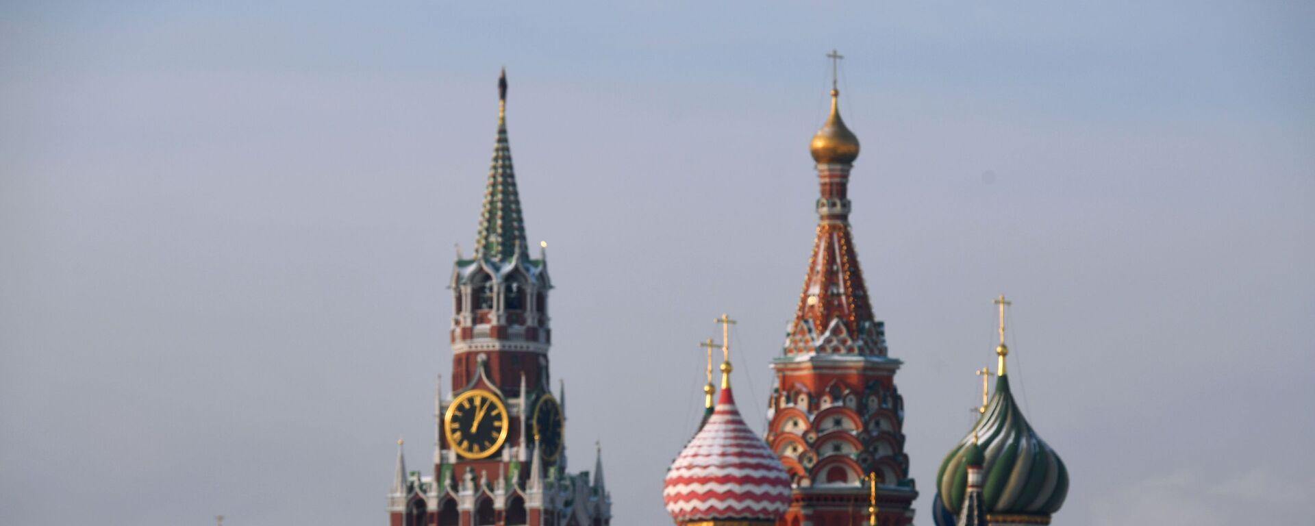 Chrám Vasila Blaženého a Spasská věž Kremlu - Sputnik Česká republika, 1920, 09.03.2021