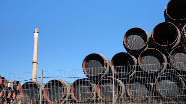 Склад труб для строительства газопровода Северный поток-2 в порту города Засниц в Германии - Sputnik Česká republika
