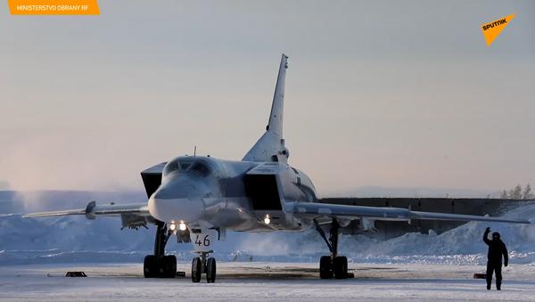 Lety mladých letců dálkového letectva na letadlech Tu-22M3 v Murmanské oblasti v Rusku - Sputnik Česká republika