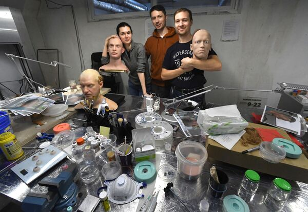 Pracovníci centra Promobot ve Vladivostoku. - Sputnik Česká republika