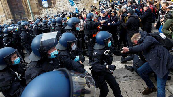 Demonstrace v Kasselu proti opatřením proti covidu-19 - Sputnik Česká republika