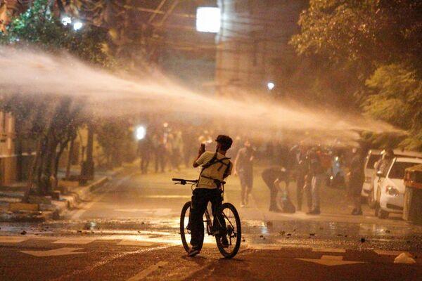 Použití vodních děl během protestní akce v Asunciónu, Paraguay. - Sputnik Česká republika