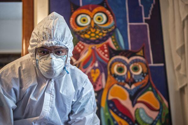 Zdravotník provádějící očkování v Peru. - Sputnik Česká republika
