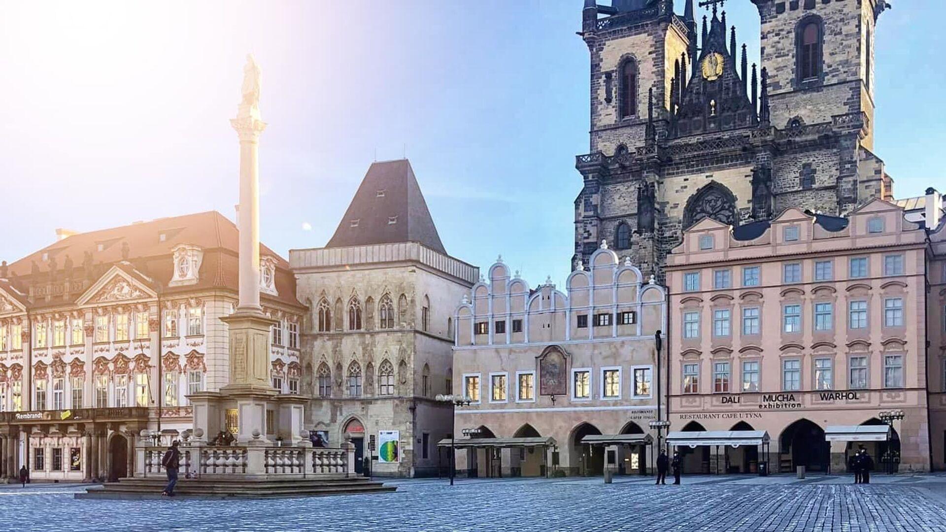 Na Staroměstském náměstí se objevilo 25 tisíc křížů symbolizující oběti covidu-19 - Sputnik Česká republika, 1920, 22.03.2021