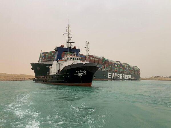 Kontejnerová loď  Ever Given v Suezském průplavu - Sputnik Česká republika