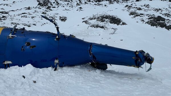 Trosky vrtulníku na Aljašce, v němž zahynul Petr Kellner - Sputnik Česká republika