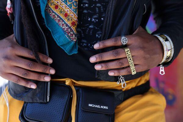 Místní parádnice předvádí v ulicích Manhattanu oděv jasných barev a extravagantní šperky. - Sputnik Česká republika