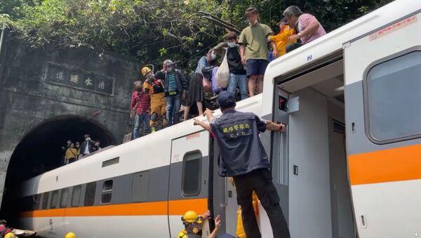 Tragická nehoda rychlostního vlaku na Tchaj-wanu - Sputnik Česká republika