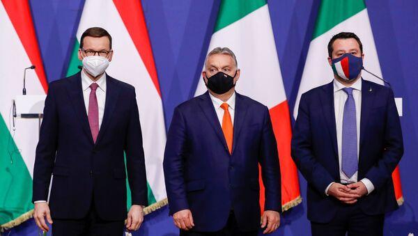 Maďarský premiér Viktor Orbán, polský premiér Mateusz Morawiecki a bývalý italský ministr vnitra Matteo Salvini v Budapešti - Sputnik Česká republika