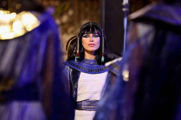 Slavnostní přesun mumií v Káhiře. Účastnice průvodu. - Sputnik Česká republika
