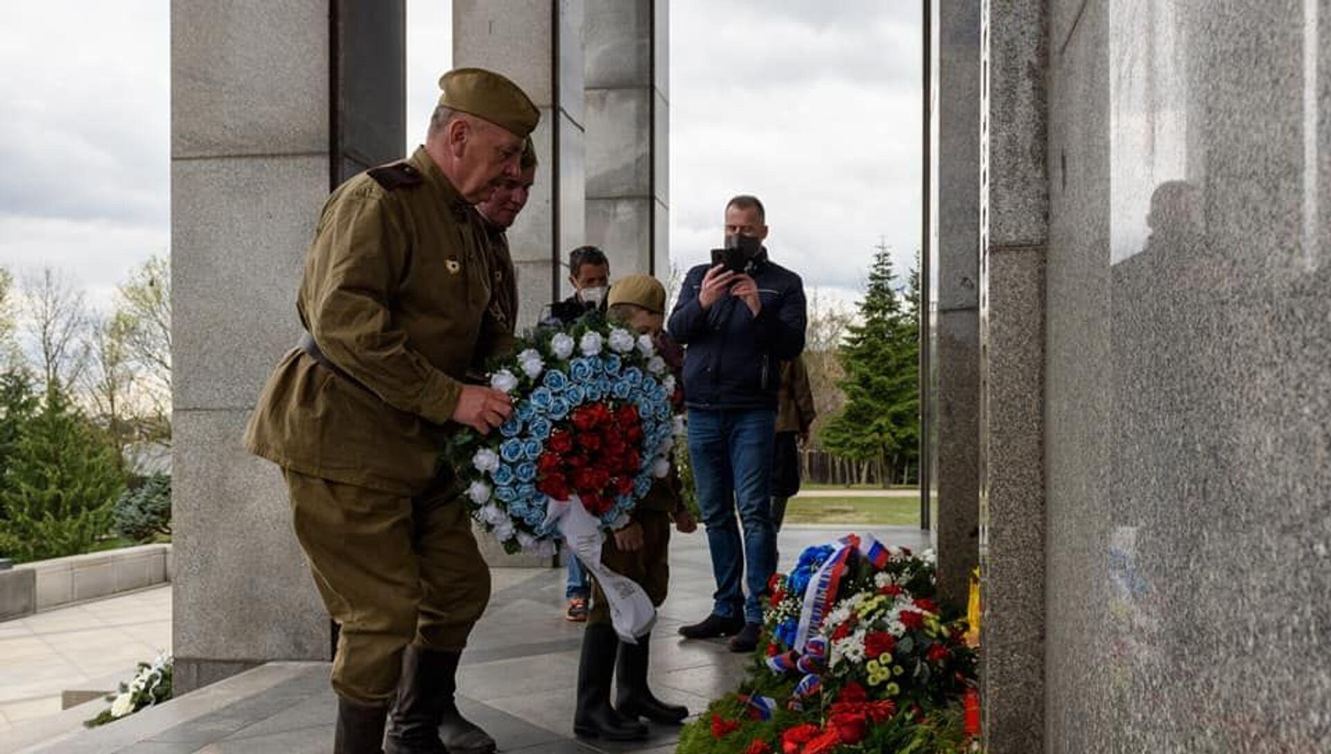 Politici i verejnosť si uctili pamiatku na padlých osloboditeľov Bratislavy na Slavíne - Sputnik Česká republika, 1920, 05.04.2021
