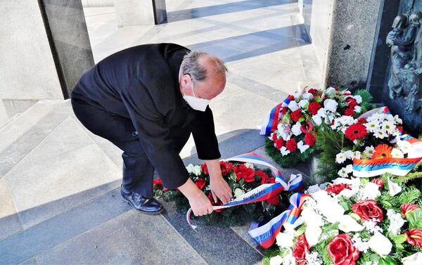 Politici i verejnosť si uctili pamiatku na padlých osloboditeľov Bratislavy na Slavíne - Sputnik Česká republika