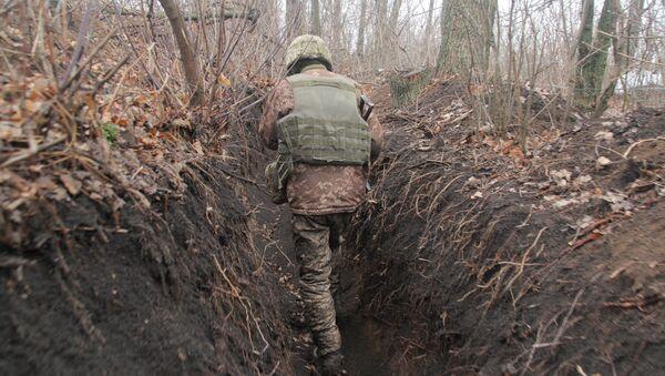 Ukrajinský voják na Donbase - Sputnik Česká republika