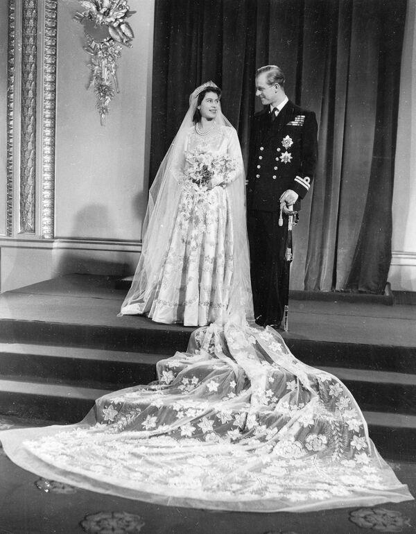 Oficiální svatební fotografie princezny Alžběty II. a prince Filipa z Edinburghu - Sputnik Česká republika