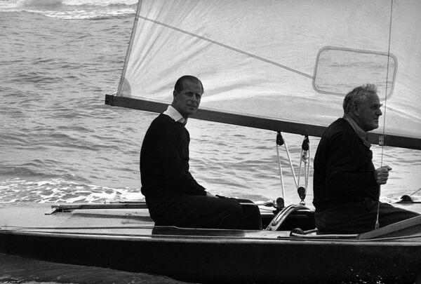 Princ Philip, vévoda z Edinburghu, před zahájením královské regaty, 1963 - Sputnik Česká republika