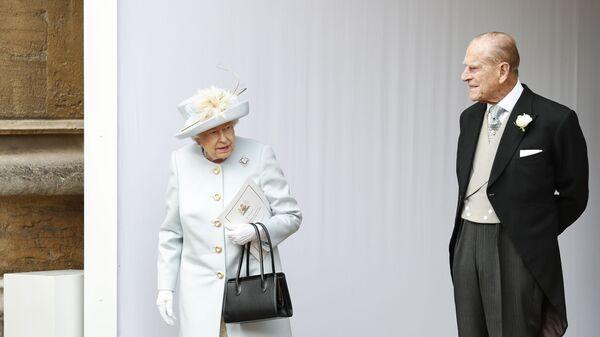 Britská královna Alžběta II.a princ Philip na svatbě princezny Eugenie a Jacka Brooksbank, 2018 - Sputnik Česká republika