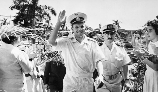 První kosmonaut planety Jurij Gagarin vítá obyvatele města Havana. - Sputnik Česká republika