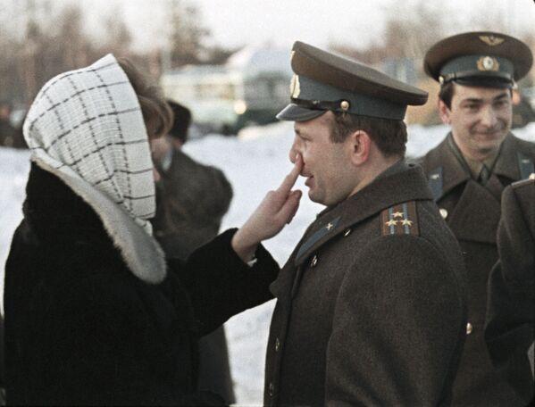 Sovětští kosmonauti Valentina Těreškovová a Jurij Gagarin v roce 1965. - Sputnik Česká republika