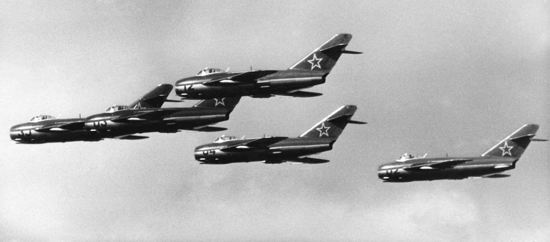 Ruské stíhačky MIG-15 na festivalu v Německu, 1957 - Sputnik Česká republika, 1920, 12.04.2021