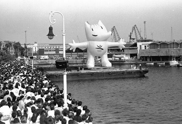 Kobe, oficiální maskot Letních olympijských her 1992 v Barceloně. - Sputnik Česká republika