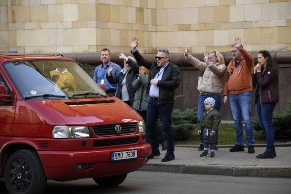 Čeští diplomaté a členové opouštějí české velvyslanectví v Moskvě - Sputnik Česká republika