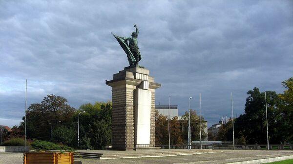 Памятник воинам Красной армии, погибшим при освобождении Чехословакии от нацистов, в городе Брно, Чехия - Sputnik Česká republika