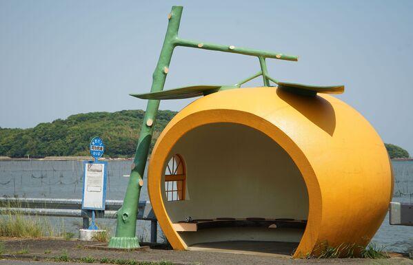 Autobusová zastávka ve tvaru pomeranče, Japonsko. - Sputnik Česká republika