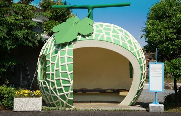 Autobusová zastávka ve tvaru melounu, Japonsko. - Sputnik Česká republika