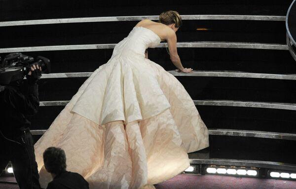 Jennifer Lawrencová na předávání Oscarů v roce 2013 - Sputnik Česká republika