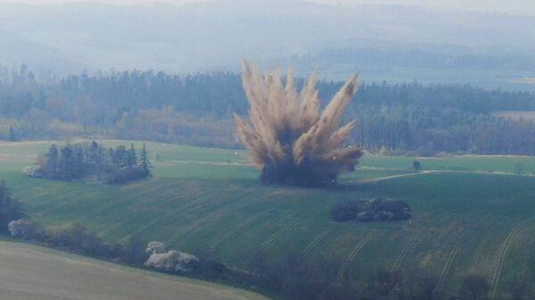 Pyrotechnici provádějí výbuch letecké pumy z 2. světové války - Sputnik Česká republika